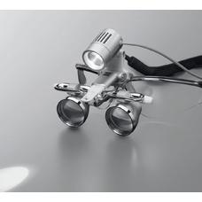 EyeMag Light II - мощный LED-осветитель с максимальной интенсивностью освещения 50000 люкс для высокой детализации